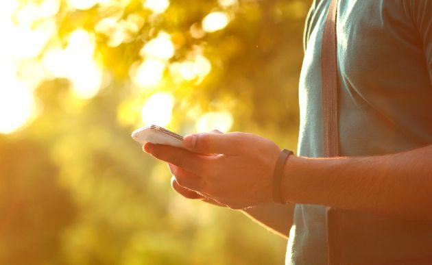 Razones-por-las-que-tu-smartphone-se-calienta-y-rinde-menos-en-verano-1