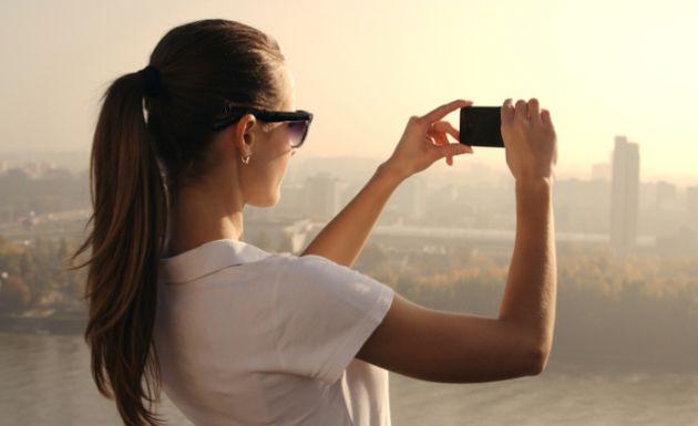 Razones-por-las-que-tu-smartphone-se-calienta-y-rinde-menos-en-verano-2